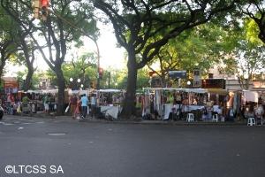 plaza Cortázar, quartiere Palermo, Buenos Aires. tutti i fine settimana diventa una sorta di fiera indie di robe artistiche.
